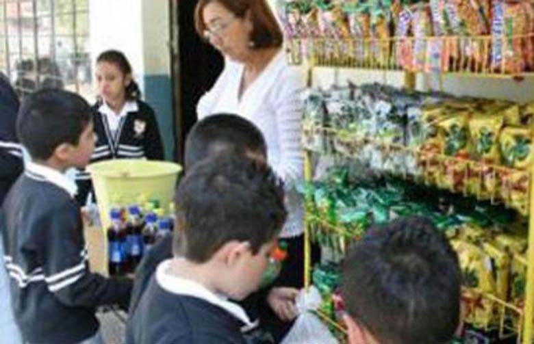 Sin cambio, la venta de alimento chatarra en las escuelas